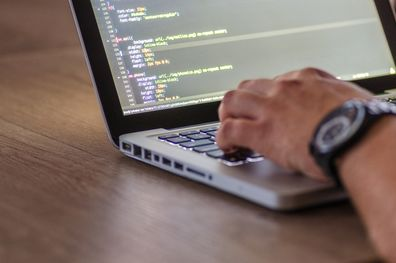 Me interesa programar pero no sé cómo: 3 caminos para empezar a programar - Plataforma 5
