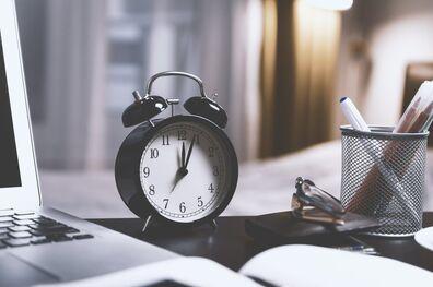 Por qué trabajar muchas horas seguidas disminuye la productividad