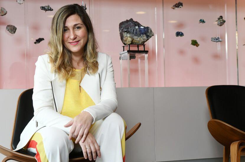 """Entrevista a Adriana Bassi: """"Necesitamos líderes más humildes, más empáticos"""" - Mibucle"""